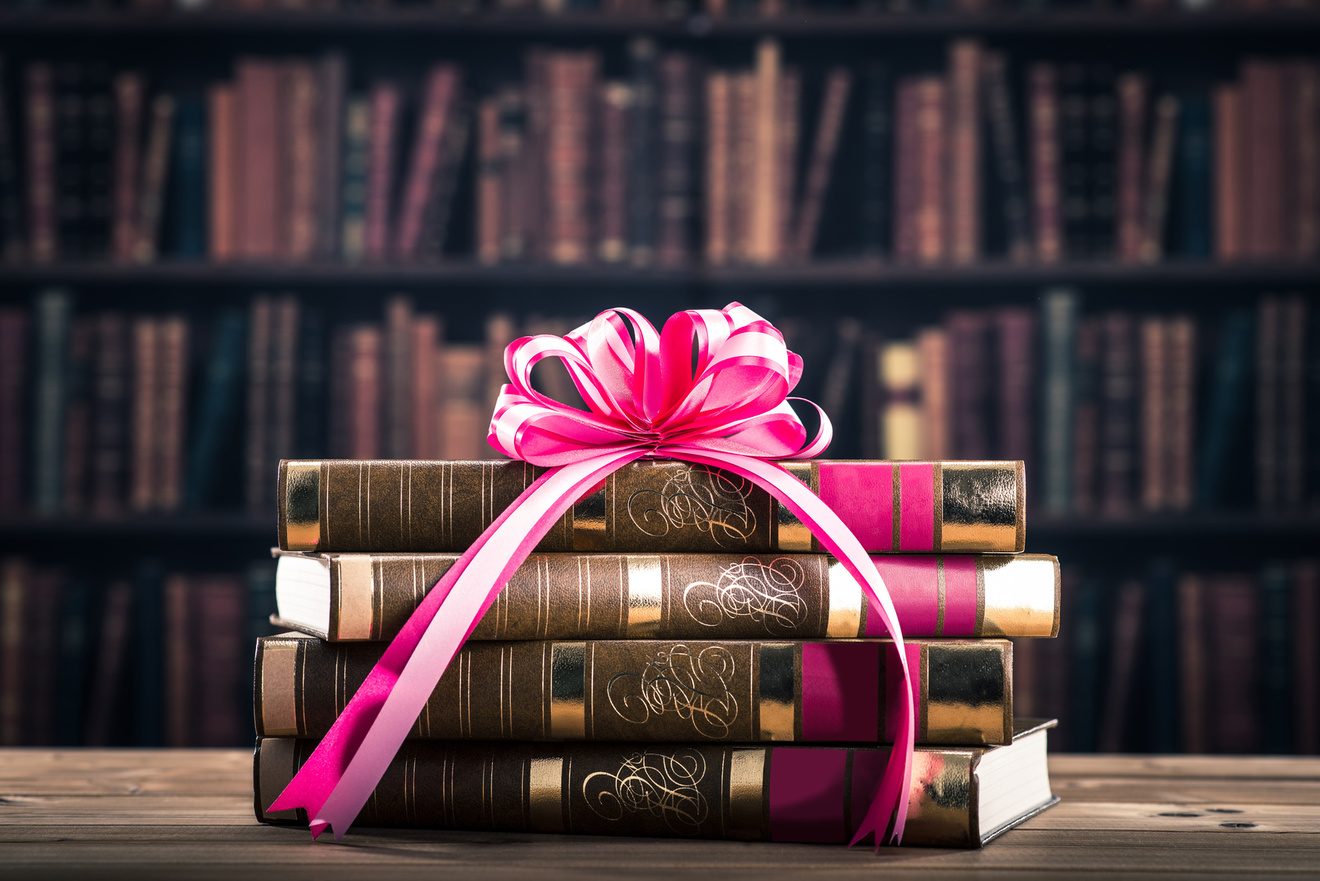 旦那の趣味に合わせて送るクリスマスプレゼント!喜ばれるおすすめ本5冊!