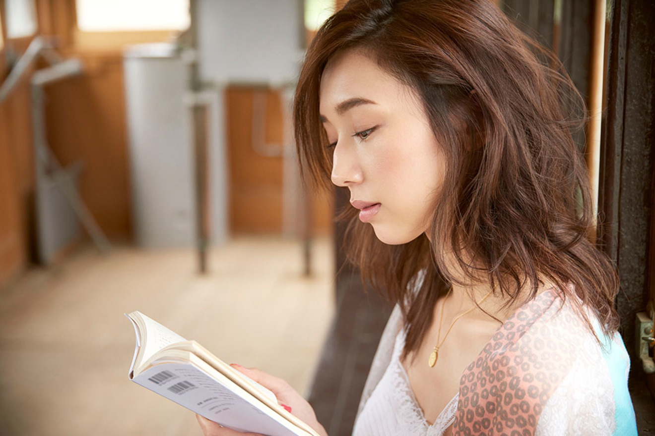 モデル松原汐織が選ぶ「オトナの夏休みの課題図書として提案したい一冊」