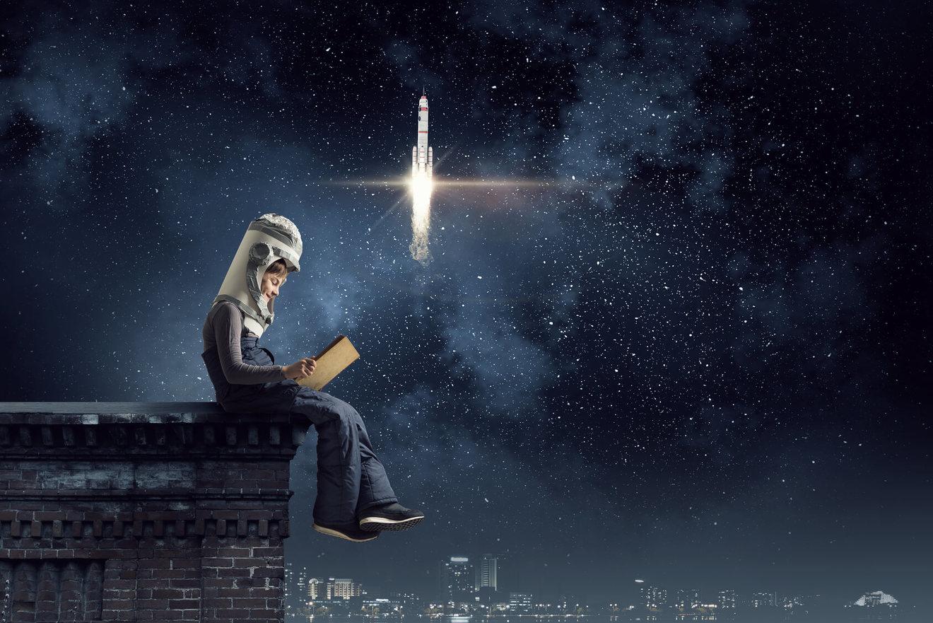 高千穂遙のおすすめ文庫小説5選!SFものやスペースオペラ作品など