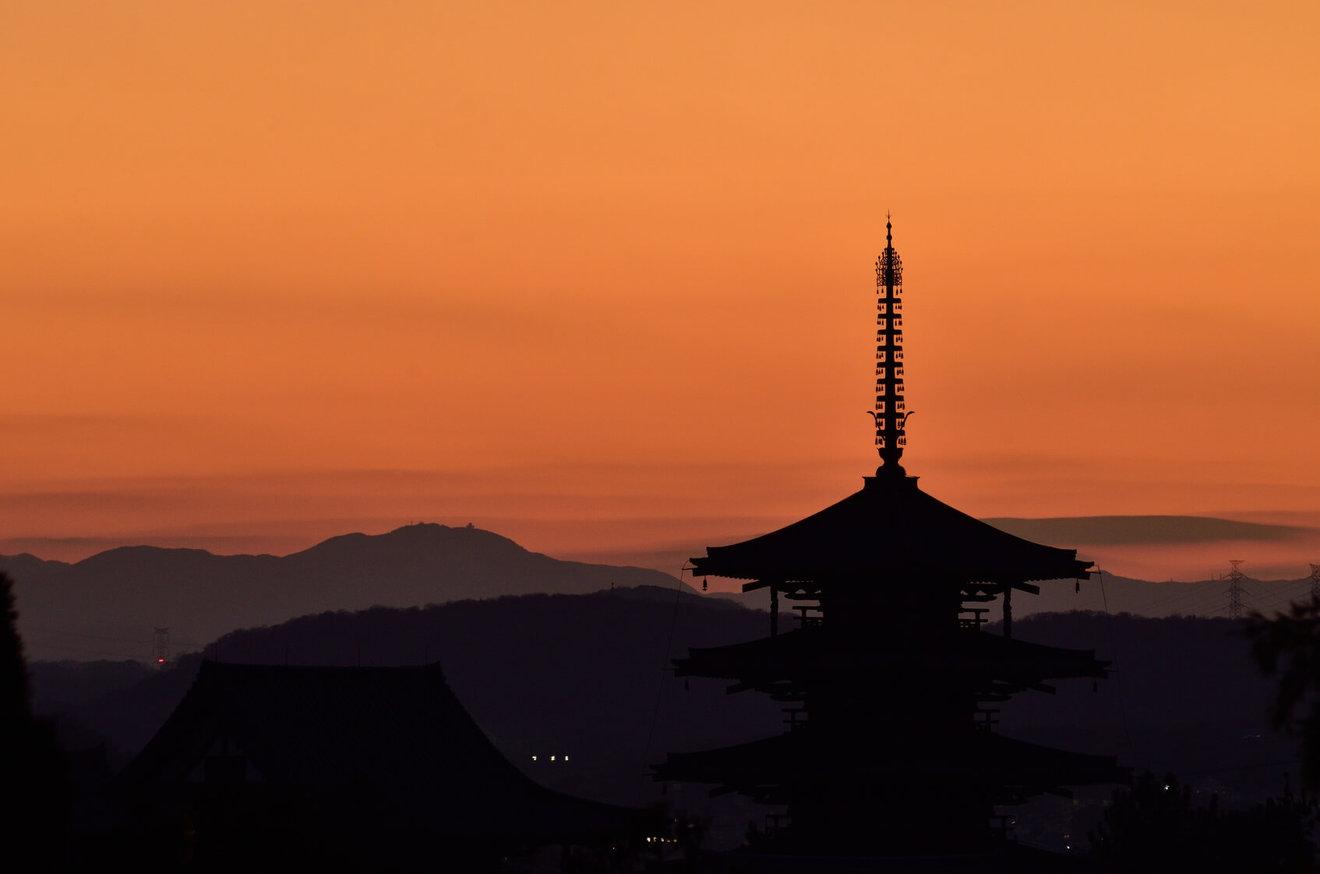 聖武天皇の知っておきたい5つの逸話!仏教を信仰し国分寺と東大寺を建立