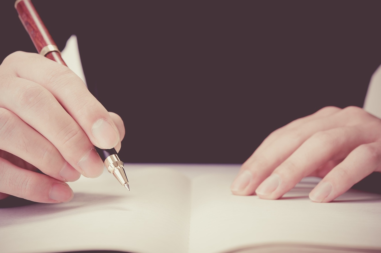 石川九楊のおすすめ作品5選!代表作『一日一書』など、書の専門家