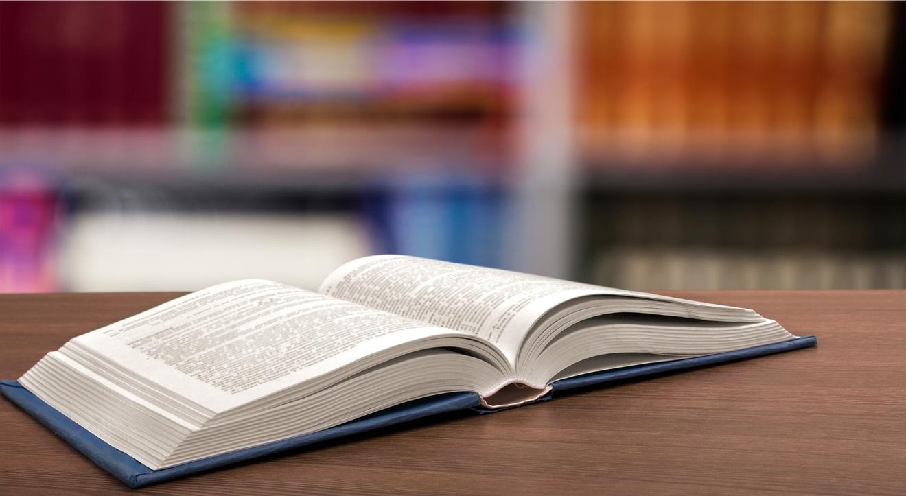 小説家になるには?5分で分かる仕事内容や年収、人気作家の一覧など