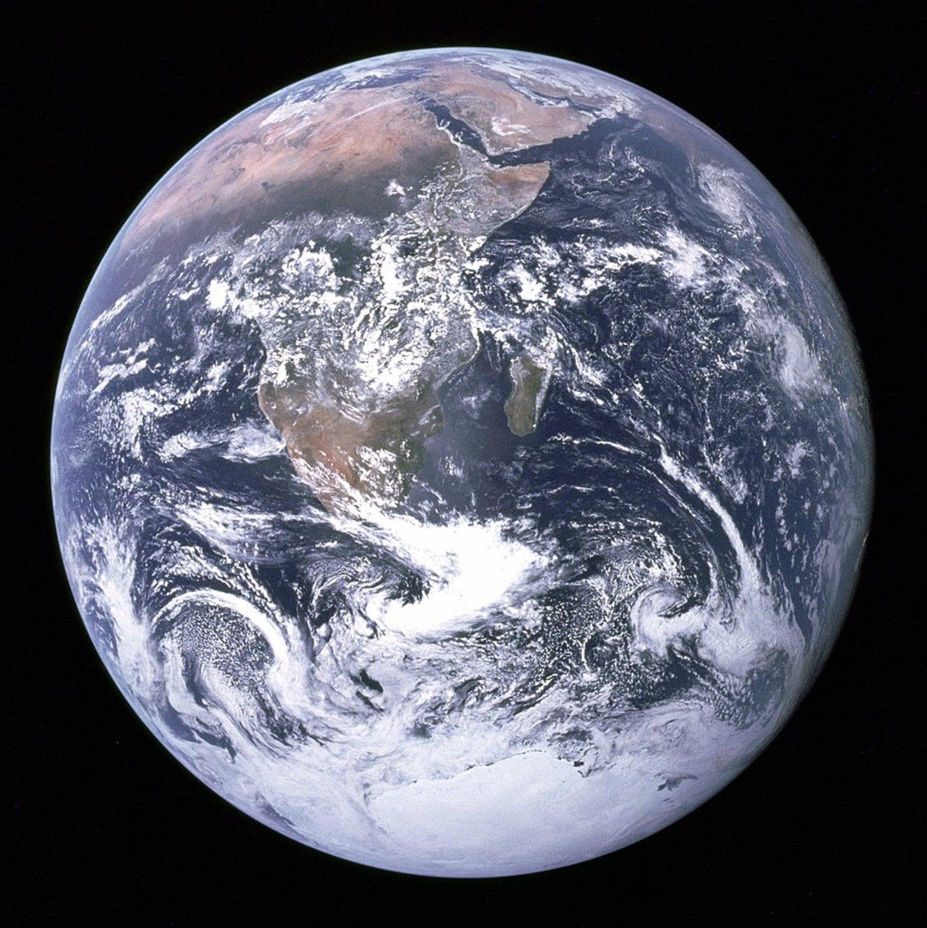 地球について5分でわかる!構造、誕生、自転と公転などわかりやすく解説!