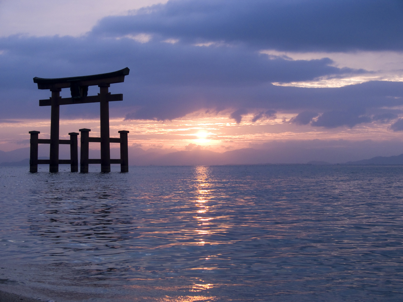 5分でわかる「神道」!特徴や仏教との違い、葬式などを解説!おすすめ本も