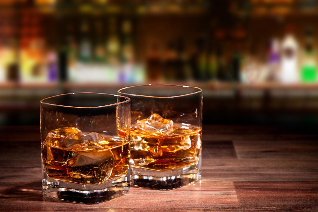 酒好き必見!つい飲みたくなる、お酒が出てくる小説おすすめ5選!