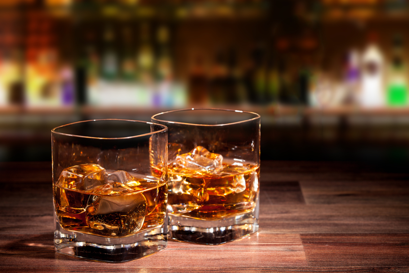 お酒が出てくるエッセイおすすめ6選!酒好きな作家は何を愛し、何を語る?