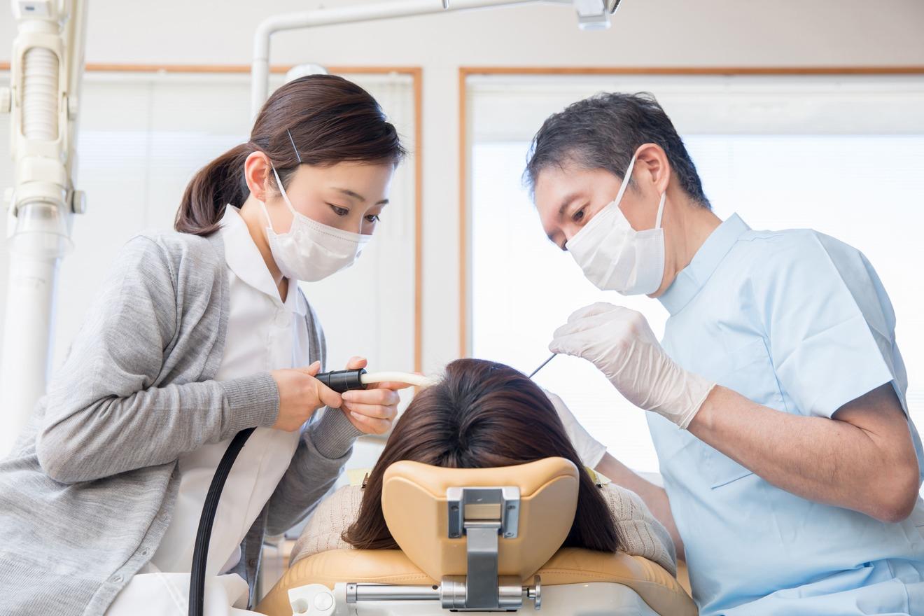 5分でわかる歯科助手!働き方や収入、歯科衛生士との違いなど詳しく解説