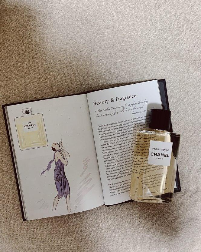 香水と『LITTLE BOOK OF CHANEL』でイイ女になりきる