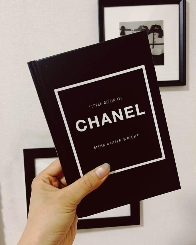 ただ持つだけでも様になる『LITTLE BOOK OF CHANEL』